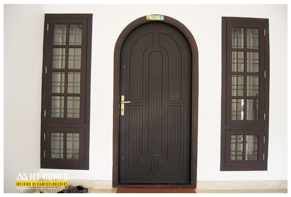 House simple antique styles front door designs in kerala india for Main front house design